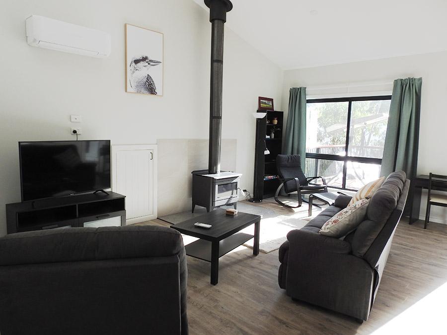 Halls Gap Cottage - Lounge room